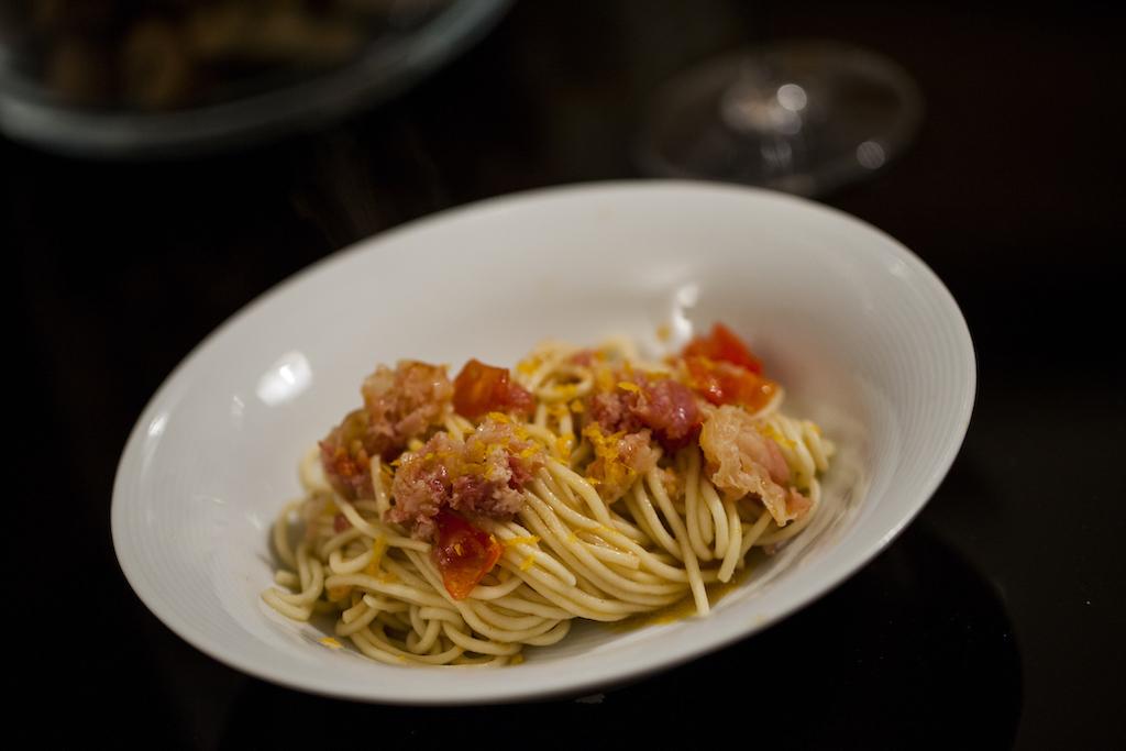 Spaghetti fatti in casa, pomodori infornati e pancetta