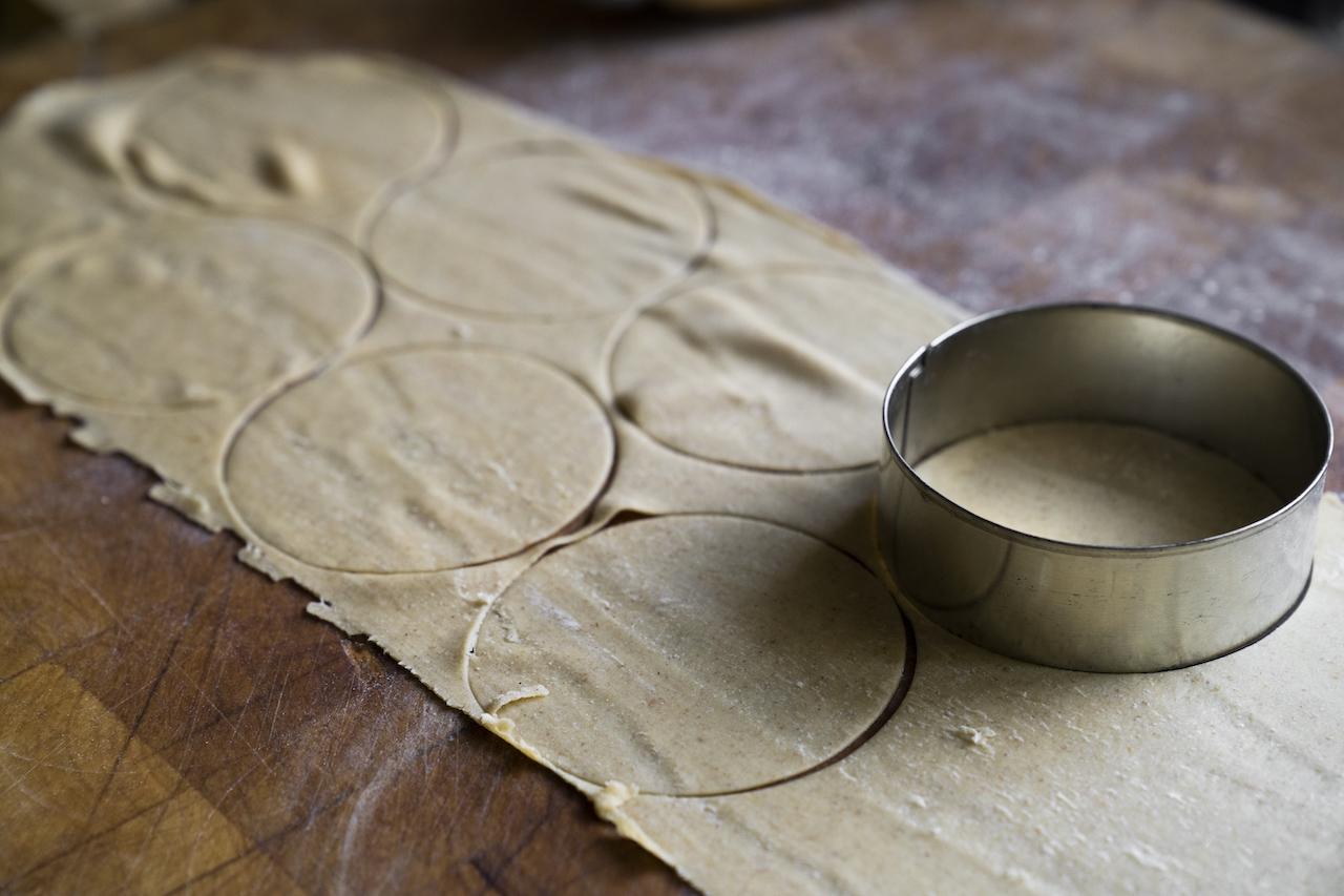 Cappellotti di farina di zucca e biete.