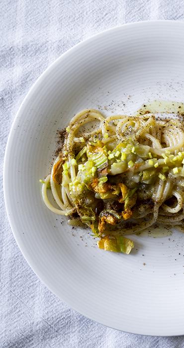 Spaghetti con i fiori di zucchina